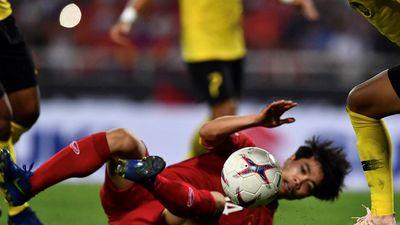 Những pha chơi bóng ác ý của cầu thủ Malaysia trên sân Mỹ Đình