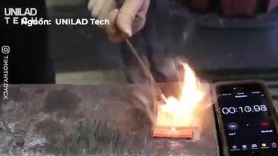 Thí nghiệm đập sắt để đốt cháy hộp diêm trong 12 giây