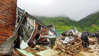 Nha Trang tang thương vì lũ dữ, 12 người chết
