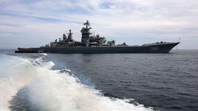 Cận cảnh tuần dương hạm Peter Đại đế thị uy sức mạnh