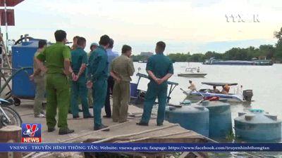 Bơm hút thành công axit trên thuyền bị chìm tại Đồng Nai