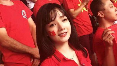 4 cô gái bỗng dưng nổi tiếng nhờ đến sân cổ vũ đội tuyển Việt Nam