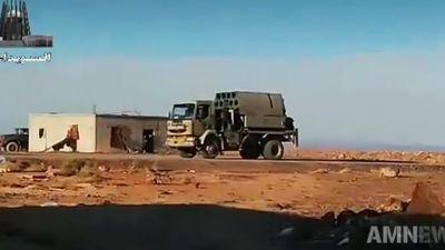 Sư đoàn xe bọc thép Syria rầm rập tiến về Hama trực chiến