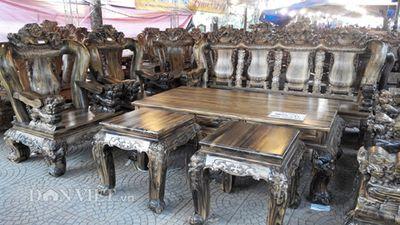 Cận cảnh bộ bàn ghế gỗ mun giá bằng một căn nhà ở Hà Nội