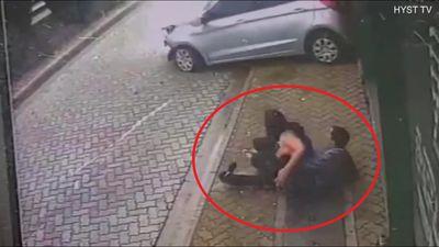 Ô tô mất lái lao như tên bắn vào người, đôi nam nữ thoát chết trong gang tấc
