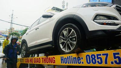 Sau lũ ở Đà Nẵng, ôtô xe máy xếp hàng dài trước gara chờ sửa