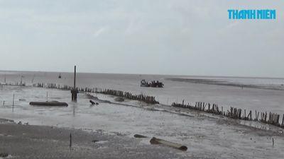 Sà lan chở cát trôi dạt kéo theo hàng loạt tàu bị chìm, hư hỏng