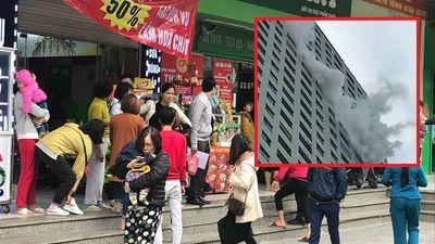 Cháy tầng 31 chung cư Linh Đàm, nhiều người ôm con nhỏ hốt hoảng tháo chạy
