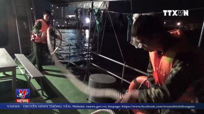 Cứu 8 ngư dân bị chìm tàu trong đêm