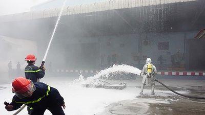 Xem các lực lượng xử lý tình huống cháy giả định tại quận Hà Đông