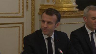 Tổng thống Pháp đối thoại với phe biểu tình 'áo vàng' để làm dịu căng thẳng