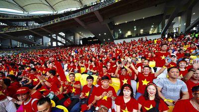 Chung kết AFF Cup: Nóng cả trong lẫn ngoài sân