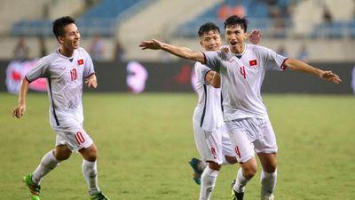 Bố mẹ Văn Hậu: 'Chúc VN thi đấu hết mình, đợi đội tuyển về để khao riêu ốc'