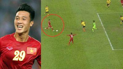 Bàn thắng mở tỷ số 1 - 0 của Huy Hùng chọc thủng lưới đội tuyển Malaysia
