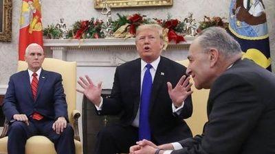 TT Trump bị gọi là 'con chồn' sau khi nổi đóa vì bức tường biên giới