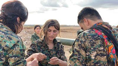 Những 'bóng hồng' người Kurd trên chiến trường đánh IS ở Deir Ezzor