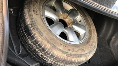 Giấu 16 bánh ma túy trong lốp ô tô dự phòng