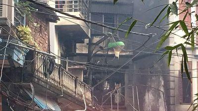 Cháy lớn tại quán karaoke 4 tầng ở Hà Nội