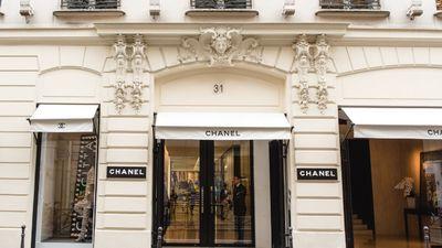 Hàng loạt cửa hàng Chanel, Dior bị cướp bóc đập phá trắng trợn trong biểu tình ở Pháp