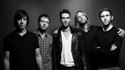 Rắc rối đủ đường: Maroon 5 bị cả showbiz 'quay lưng' hoàn toàn tại Super Bowl 2019