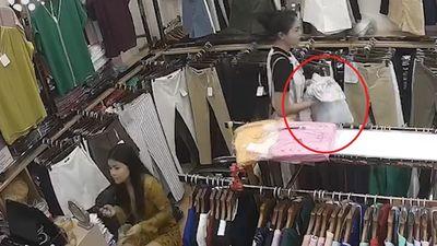 Nhân viên mải trang điểm, để khách trộm đồ bỏ đi mà không hay biết