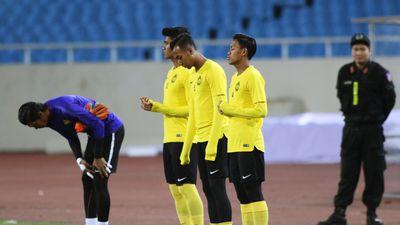 Tuyển Malaysia lần thứ 2 làm quen mặt cỏ của sân Mỹ Đình
