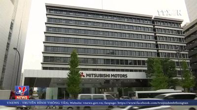 Hãng Renault vẫn giữ ông Carlos Ghosn làm CEO