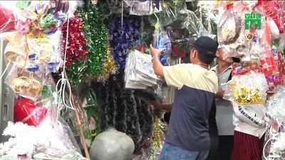 Dân Sài Gòn rộn ràng mua sắm đón Noel 2018