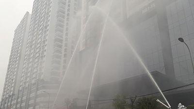 Thực binh chữa cháy, cứu nạn người mắc kẹt trên tòa nhà cao tầng thuộc chung cư Khu Ngoại giao đoàn