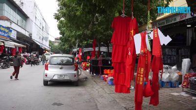 Dân Thanh Hóa chuyển hẳn sang bán hàng cổ vũ đội tuyển Việt Nam