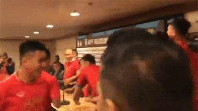 Nhất quỷ nhì ma thứ 3 là tuyển Việt Nam: Xông vào tận phòng họp báo để phá đám thầy Park