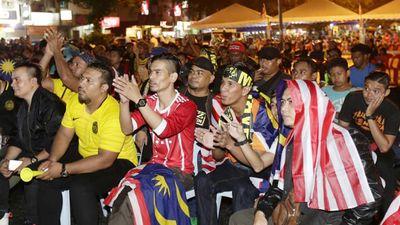 Phản ứng của CĐV Malaysia sau bàn thắng đầu tiên của đội tuyển Việt Nam