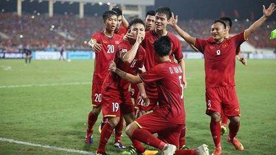 Cổ động viên nhảy múa, hò hét trước trận đấu chung kết Việt Nam - Malaysia