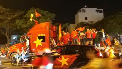 115 xe máy ở Sài Gòn bị tạm giữ trong 'bão xuyên đêm' mừng Việt Nam vô địch AFF Cup