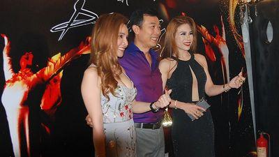 Chánh Tín, Thái Hòa, Charlie Nguyễn tới chúc mừng Vân Sơn mở show mới
