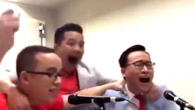 Sốt clip BLV Tạ Biên Cương òa khóc khi Việt Nam vô địch AFF Cup 2018