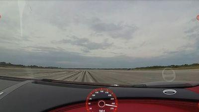 Video Bugatti Chiron 'gầm rú' như máy bay phản lực ở vận tốc 420 km/h