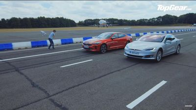 Kia Stinger GT S so tài với Tesla Model S