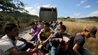 Cận cảnh đoàn người di cư mới 'đe dọa' biên giới Mỹ-Mexico