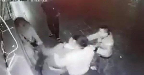 Phẫn nộ cảnh cô gái trẻ choáng váng vì bị 4 nam thanh niên hành hung