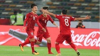 CĐV khu vực nô nức chúc mừng tuyển Việt Nam sau chiến thắng trước Yemen