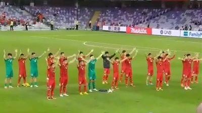 Cầu thủ Việt Nam ăn mừng theo kiểu Viking sau chiến thắng trước Yemen
