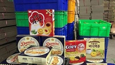 Đột nhập công xưởng sản xuất bánh kẹo giả dịp Tết