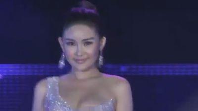 Ngân Anh hớ hênh khi trình diễn đầm dạ hội ở Hoa hậu Liên lục địa