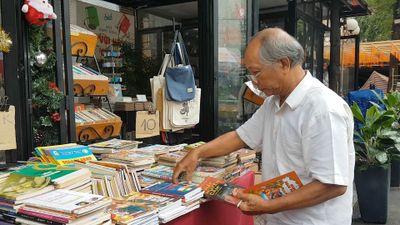 Người đàn ông từng 'cắn răng' đem 10 tấn sách bán... ve chai