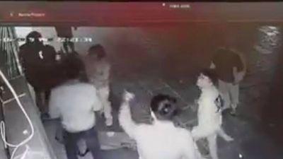 Bố cô gái trẻ bị nhóm thanh niên trêu ghẹo rồi hành hung đến bất tỉnh: 'Con tôi hiện rất lo sợ, có lúc bị co giật'