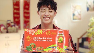 Giới trẻ Việt 'rần rần' tặng quà sức khỏe ngày Tết