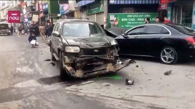 Video xe điên đâm liên hoàn làm 1 người chết ở phố Ngọc Khánh