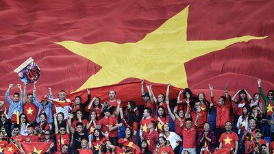 CĐV tại Dubai ăn mừng cuồng nhiệt chiến thắng của Việt Nam