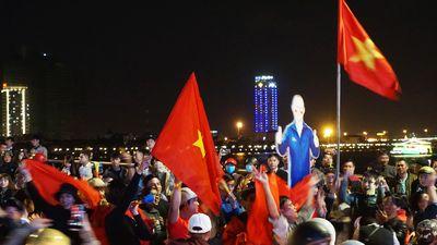 Người Đà Nẵng xuống đường mừng chiến thắng của tuyển Việt Nam